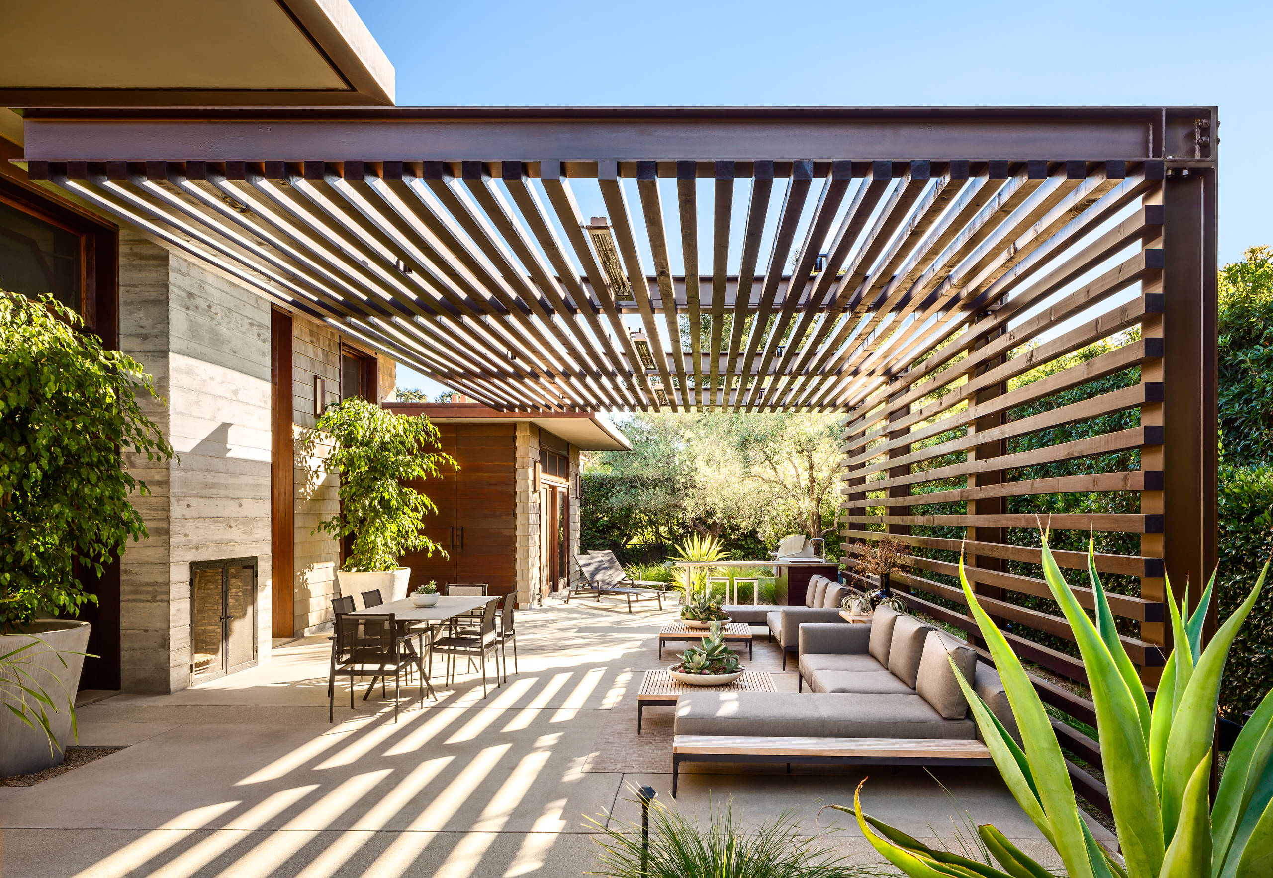 minimalist wooden pergola comes with a more modern or contemporary design