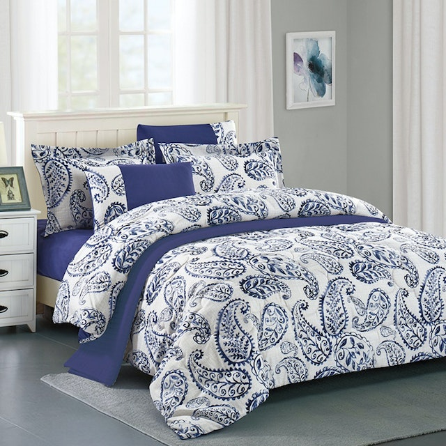 Pantone Raven Microtex Sprei Queen Fitted 160x200x40cm