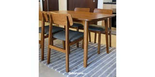 Grrad Brawn Dining table