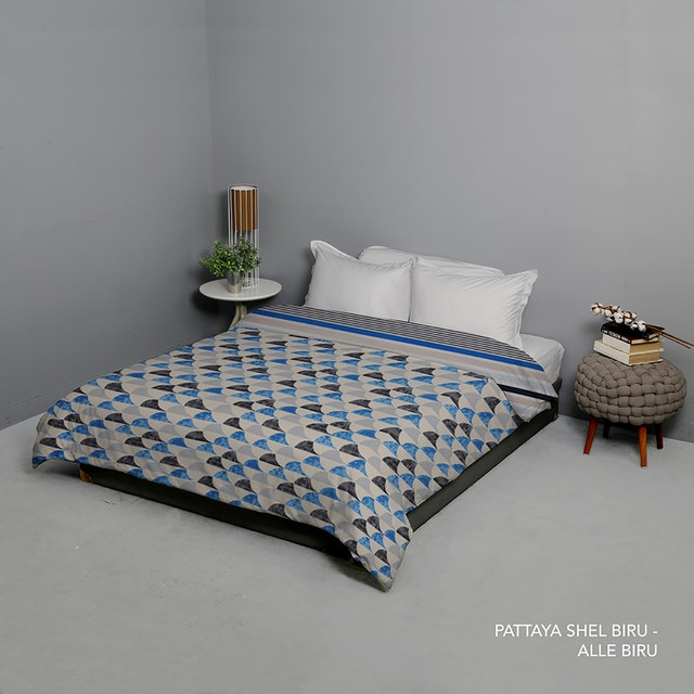 King Rabbit Bed Cover Single Motif Moody Pattaya Shell - Biru Uk 140x230 cm