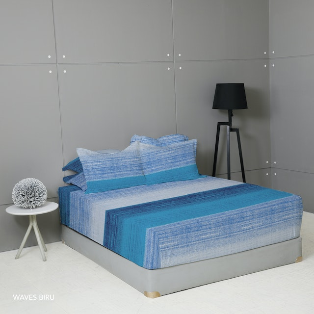 King Rabbit Set Sprei Sarung Bantal King Motif Waves - Biru Uk 180x200x40 cm