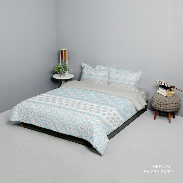 King Rabbit King Rabbit Set Bed Cover & Sprei Sarung Bantal King Motif Muscat - Biru Uk 180x200x40 cm