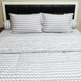Sleep Buddy Set Sprei dan Bed Cover Baby Chevron Grey CVC 180x200x30