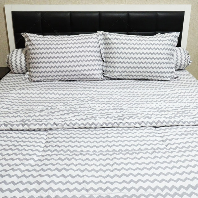 Sleep Buddy Set Sprei dan Bed Cover Baby Chevron Grey CVC 200x200x30