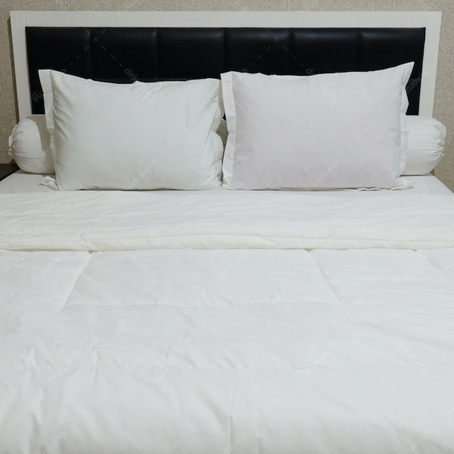 Sleep Buddy Set Sprei dan Bed Cover Plain White CVC 160x200x30