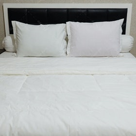 Sleep Buddy Set Sprei dan Bed Cover Plain White CVC 200x200x30