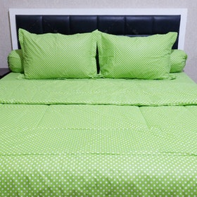 Sleep Buddy Set Sprei dan Bed Cover Polka Green CVC 180x200x30