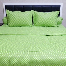 Sleep Buddy Set Sprei dan Bed Cover Polka Green CVC 200x200x30