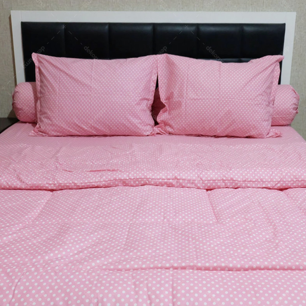 Sleep Buddy Set Sprei dan Bed Cover Polka Pink CVC 160x200x30