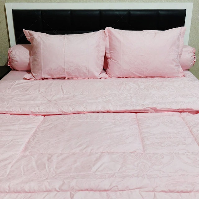Sleep Buddy Set Sprei Dan Bed Cover Pink Victorian Jacquard Cotton 120x200x30