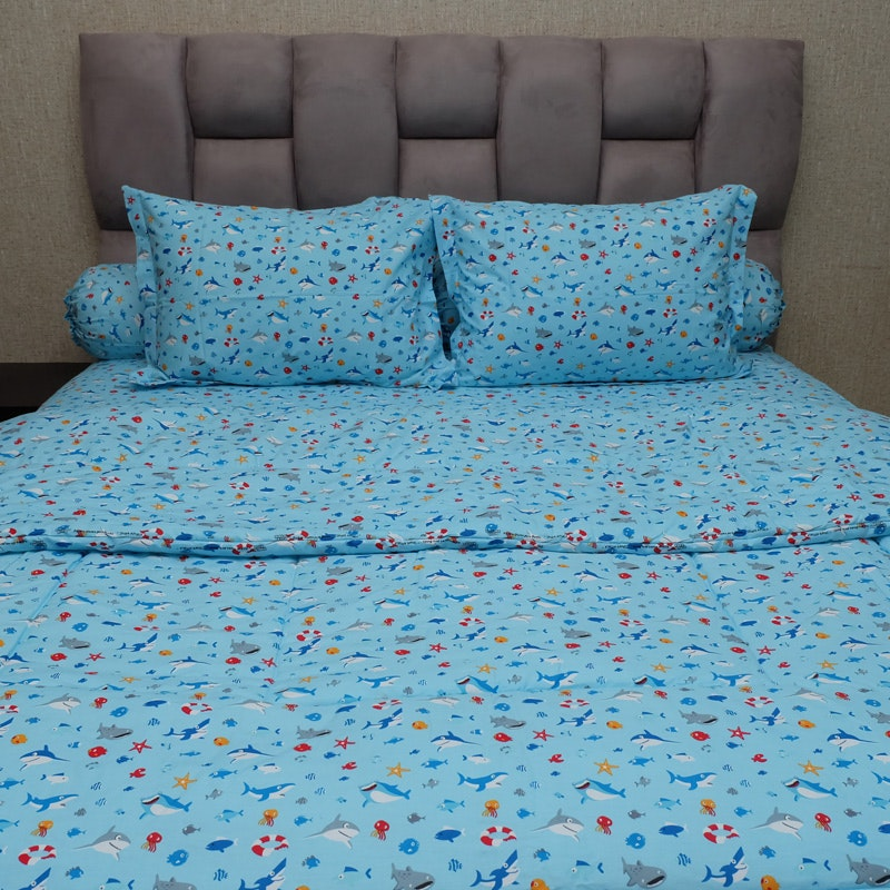 Sleep Buddy Set Sprei dan bed cover Baby Shark CVC 160x200x30