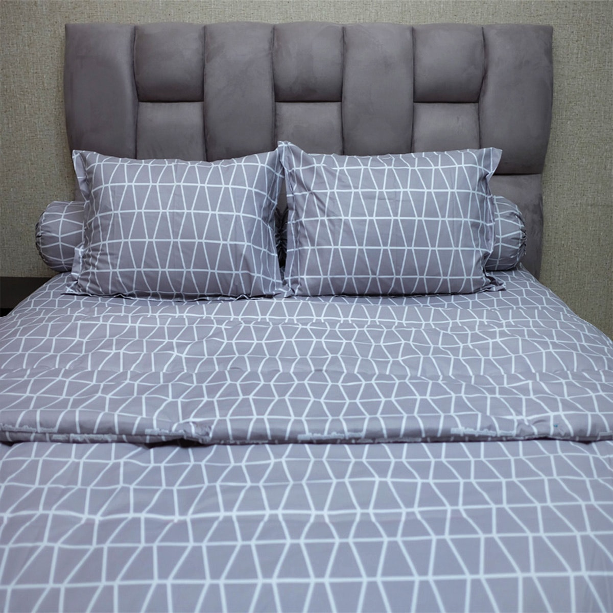 Sleep Buddy Set Sprei dan Bed Cover Prismatic Grey CVC 180x200x30
