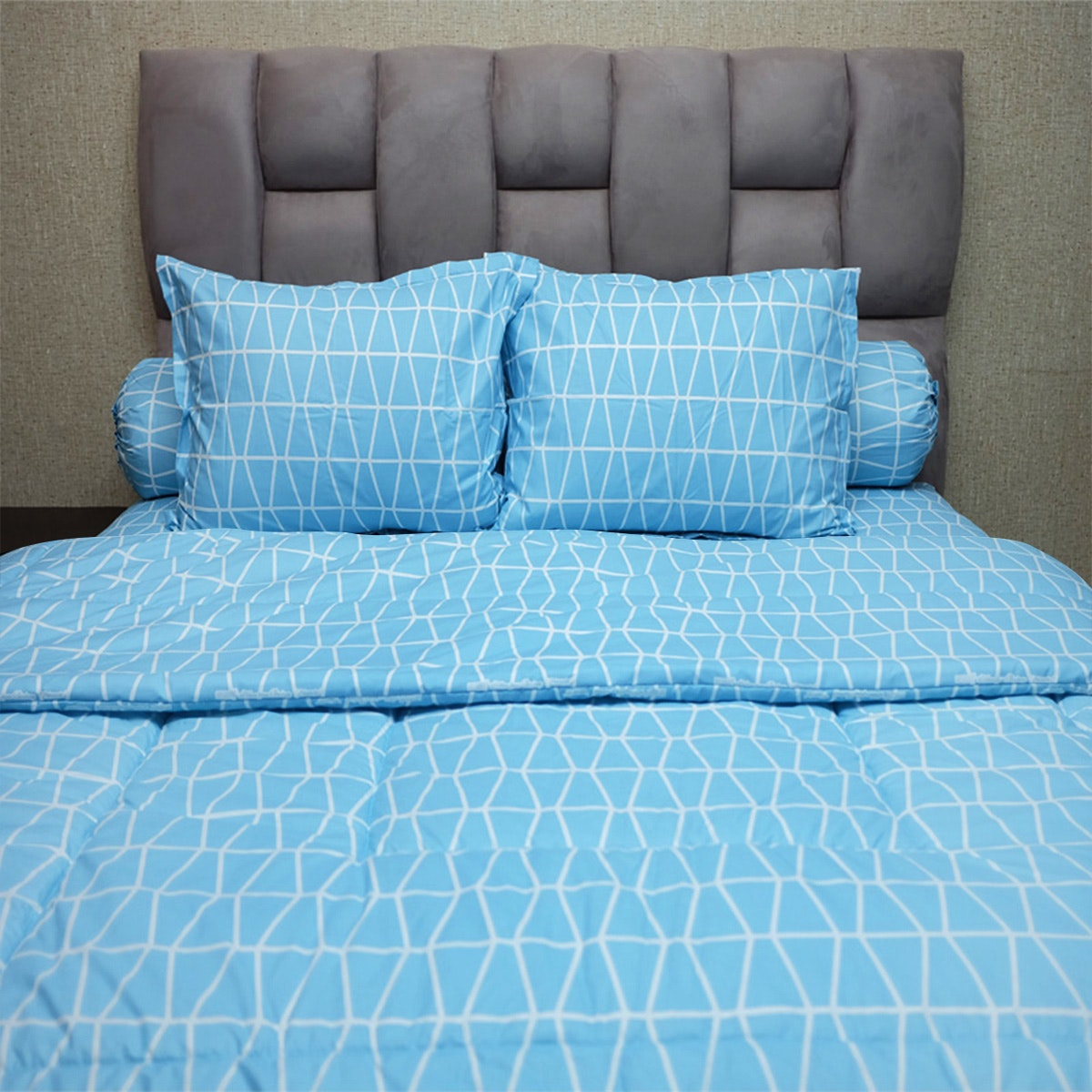 Sleep Buddy Set Sprei dan Bed Cover Prismatic Blue CVC 200x200x30