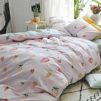 Sleep Buddy Set Sprei dan Bed Cover Pink Strawberry Cotton Sateen 180x200x30