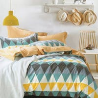 Sleep Buddy Set Sprei dan Bed Cover Triangle Color Cotton Sateen 180x200x30