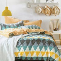 Sleep Buddy Set Sprei dan Bed Cover Triangle Color Cotton Sateen 200x200x30
