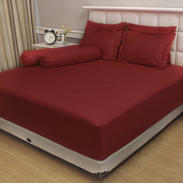 Vallery Quincy Set Sprei Jacquard - Dark Red 120x200x30cm